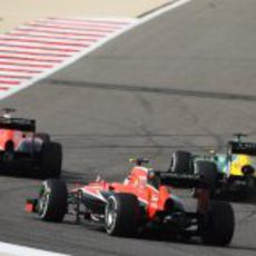 Los Marussia persiguen a Charles Pic
