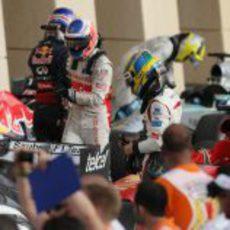 Esteban Gutiérrez cabizbajo tras el GP de Baréin 2013