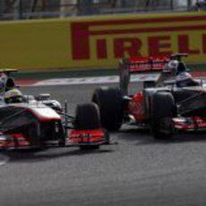 Button y Pérez, lucha de compañeros en Sakhir