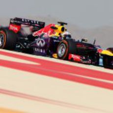 Sebastian Vettel rueda con el compuesto duro en Sakhir