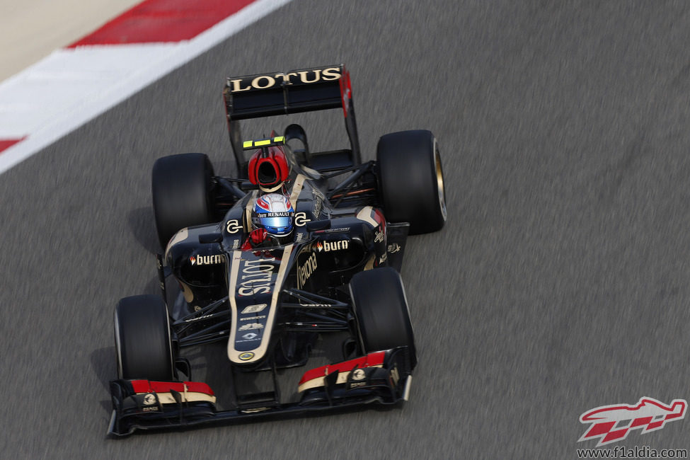 Romain Grosjean puso los medios en la Q2 de Baréin
