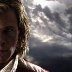 Chris Hemsworth, como James Hunt, en Rush