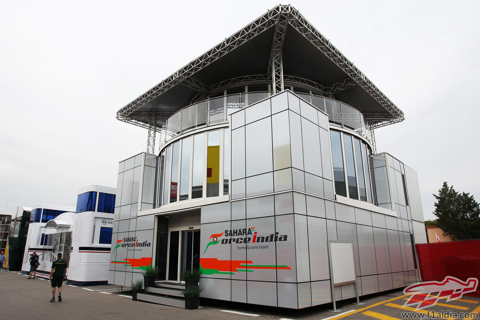 https://www.f1aldia.com/galeria/21300/21384_motorhome-de-force-india.jpg