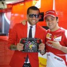 Dani Alves junto a Felipe Massa