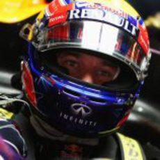 Mark Webber pensativo ante otro Gran Premio con Red Bull