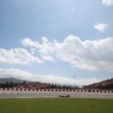 El cielo de Montmeló se despeja ante el VJM06 Adrian Sutil