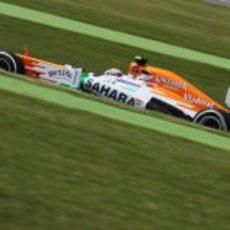 Paul di Resta rueda en el técnico circuito de Montmeló