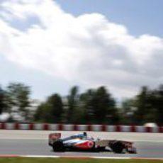 Jenson Button poco antes de afrontar la recta del Circuit de Catalunya