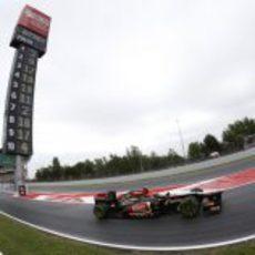 Kimi Räikkonen sale del 'pit-line' de Montmeló