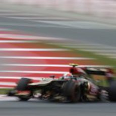Romain Grosjean afronta la última curva del Circuit de Catalunya