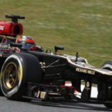 Kimi Räikkönen exprime en la pista de Montmeló su actualizado E21
