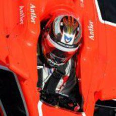 Jules Bianchi acomodado dentro de su MR02