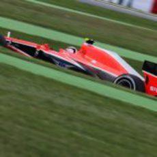 Max Chilton rueda con el compuesto medio durante los libres del GP de España 2013