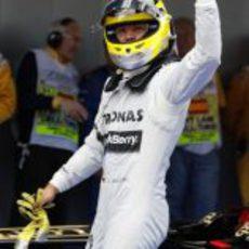 Nico Rosberg saluda a los aficionados