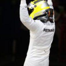 Nico saluda tras lograr la pole en el GP de España 2013