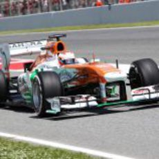 Paul di Resta sale del 'pit-line' para marcar una vuelta rapida