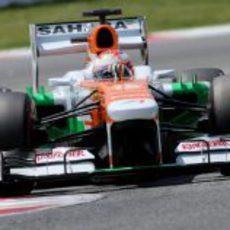 Paul di Resta traza con exactitud las curvas del trazado de Montmeló