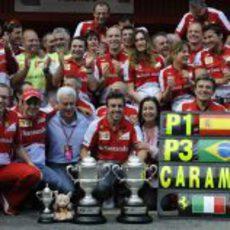 Fernando Alonso y Felipe Massa, de celebración en Barcelona