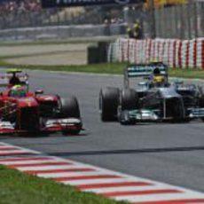 Felipe Massa adelanta a Lewis Hamilton en Barcelona