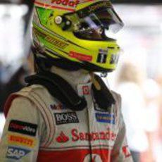 Sergio Pérez se prepara para la carrera