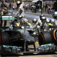 Parada para Lewis Hamilton
