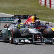 Intensa lucha entre Nico Rosberg y Sebastian Vettel