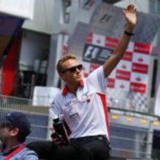 Max Chilton saluda durante el 'drivers parade'