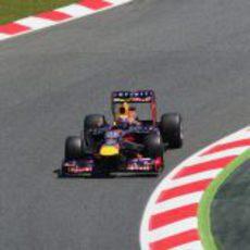 Mark Webber afronta las curvas del trazado de Montmeló