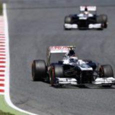 Valtteri Bottas rueda con el duro por delante de Maldonado