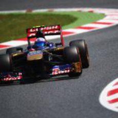 Daniel Ricciardo da una vuelta en el Circuit de Catalunya