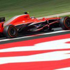 Jules Bianchi avanza en Barcelona con el compuesto duro