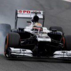Pastor Maldonado se pasa de frenada en Barcelona