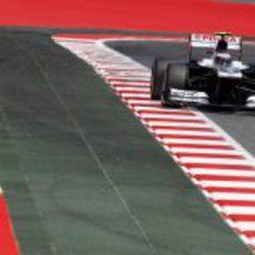 Valtteri Bottas llega a una recta del Circuit de Catalunya