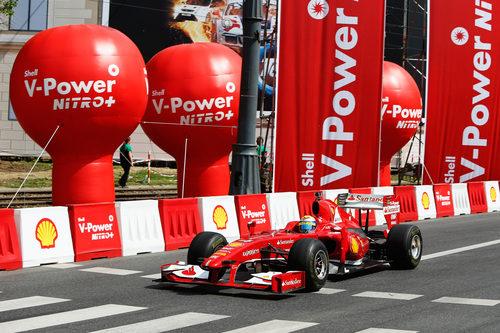 Felipe Massa con el Ferrari F60 en Varsovia