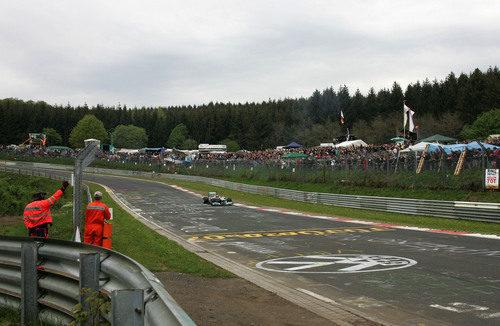Michael Schumacher con el Mercedes W02 en el viejo Nürburgring