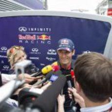 La prensa asedia a Mark Webber en Mónaco