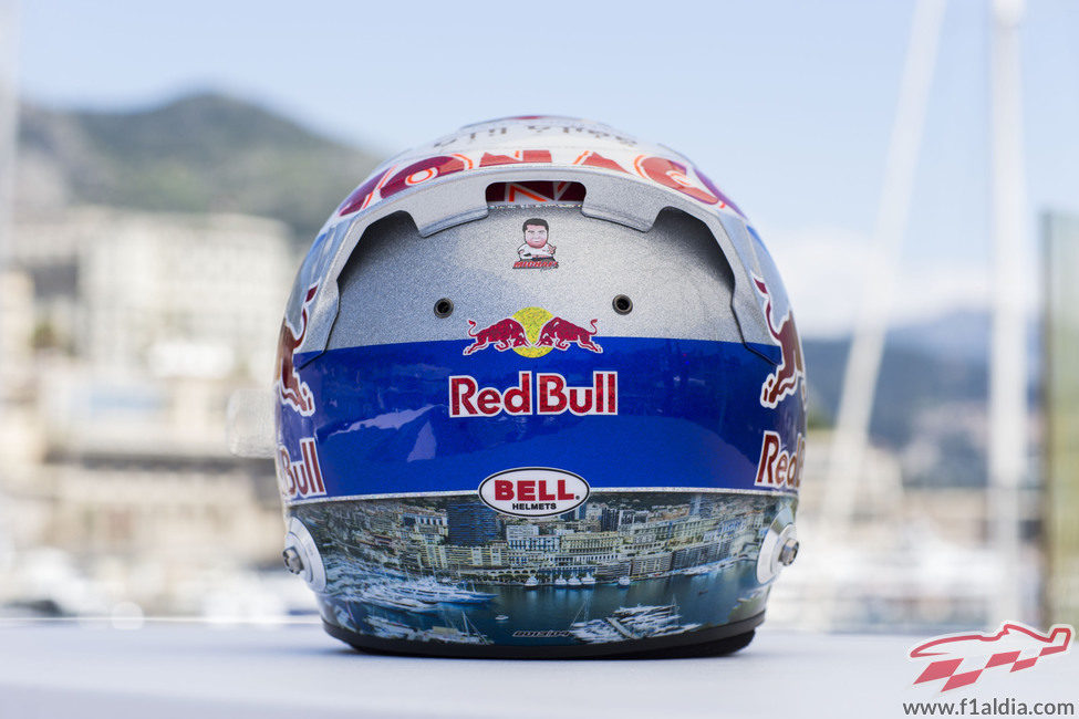 Plano trasero del casco de Daniel Ricciardo para Mónaco