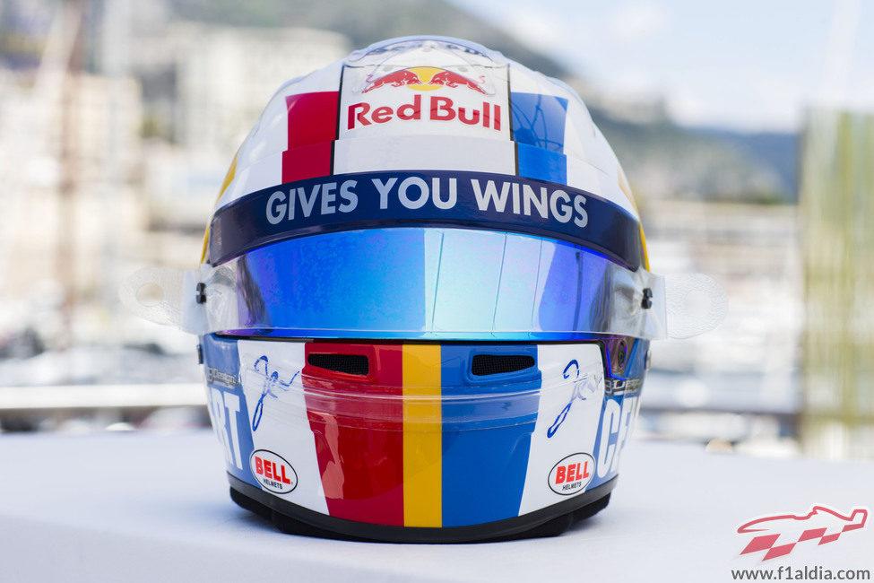 Plano frontal del casco de Jean Eric Vergne para Mónaco