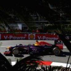 Sebastian Vettel toma la curva Loews