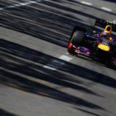 Sebastian Vettel en la bajada hacia Mirabeau