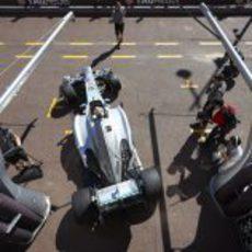 Lewis Hamilton sale de boxes