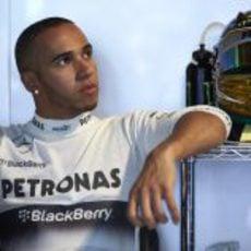 Lewis Hamilton, pensativo en Mónaco