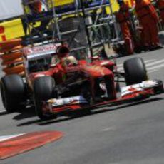 Fernando Alonso rueda con su casco especial