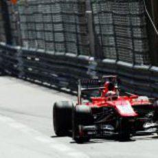 Max Chilton rueda junto a las protecciones del circuito de Mónaco