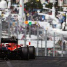 El fondo plano del MR-02 de Jules Bianchi roza el suelo