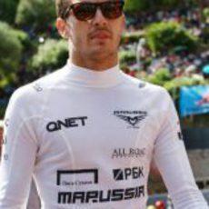 Jules Bianchi pasea por el 'paddock' de Mónaco