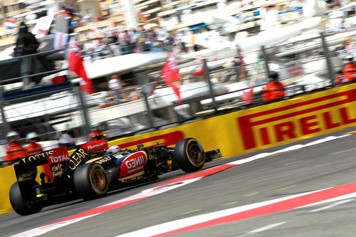 Romain Grosjean afronta la gran chicane del circuito de Mónaco