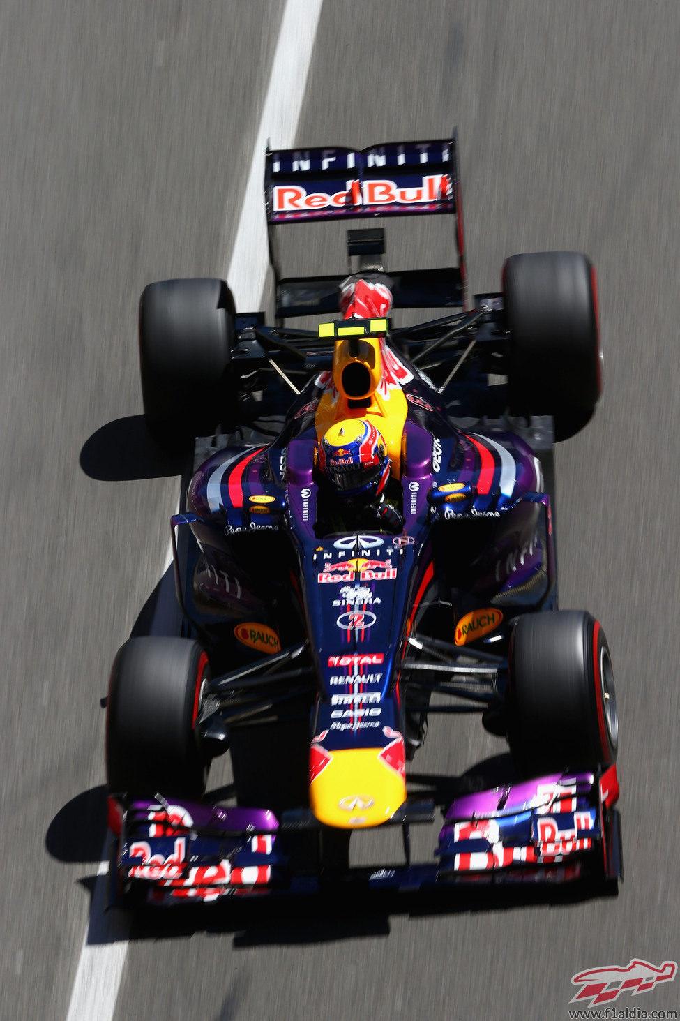 Mark Webber afronta las curvas del trazado de Mónaco
