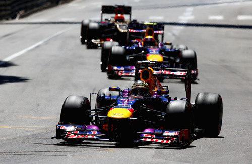 Sebastian Vettel a los mandos de su RB9 por las calles de Mónaco