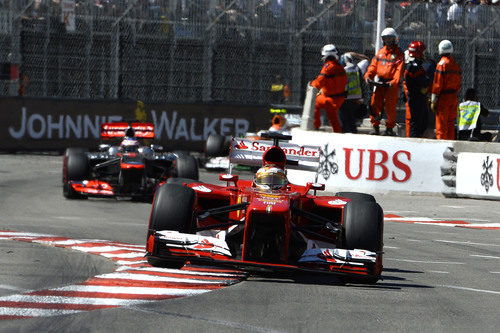 Fernando Alonso afronta una de las curvas del trazado monegasco